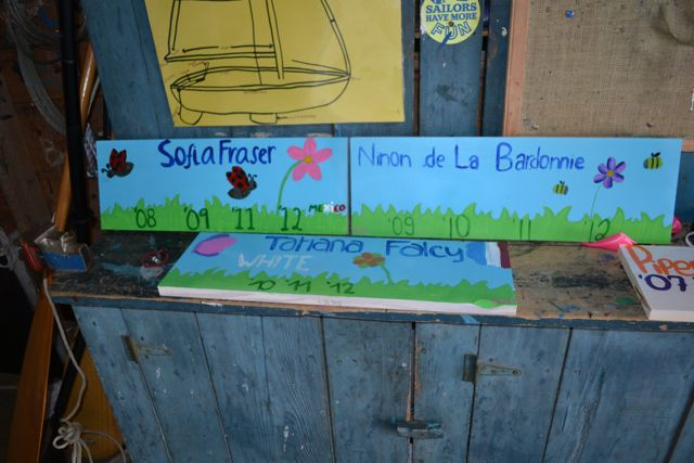 Runoia_boat house plaques